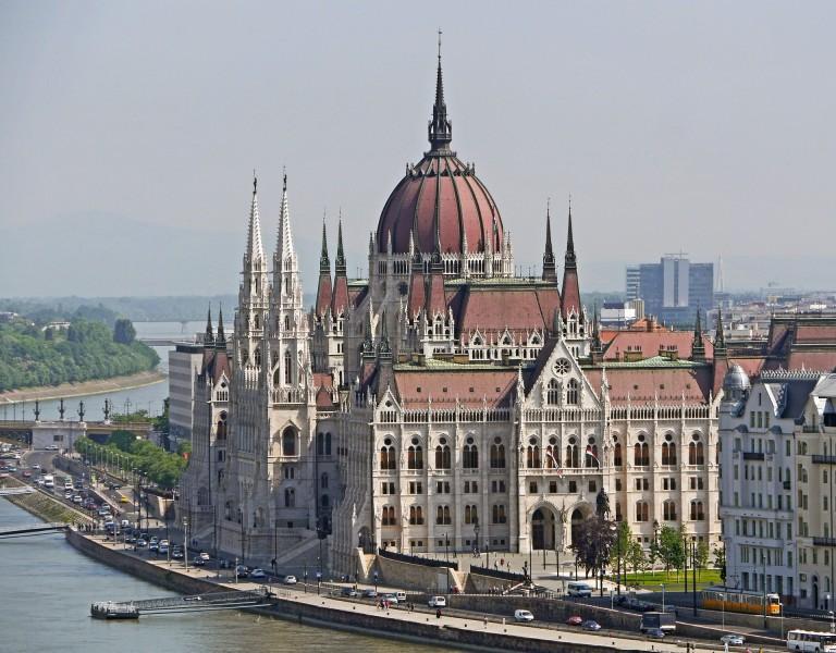 Parlament Túra